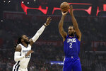 Los Angeles Clippers' Kawhi Leonard (2) shoots over Memphis Grizzlies' Jae Crowder during the first half of an NBA basketball game Saturday, Jan. 4, 2020, in Los Angeles. (AP Photo/Marcio Jose Sanchez)