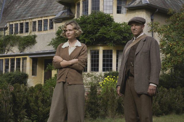 This image released by Netflix shows Carey Mulligan, left, and Ralph Fiennes in a scene from