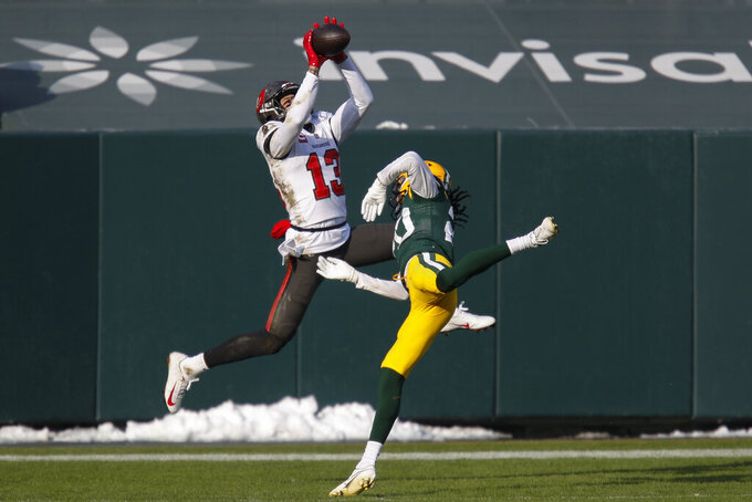 Tampa Bay Buccaneers' Mike Evans grabs a 15-yard touchdown pass against Green Bay Packers' Kevin King during the first half of the NFC championship NFL football game in Green Bay, Wis., Sunday, Jan. 24, 2021. (AP Photo/Matt Ludtke)