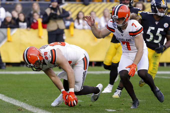 Cleveland Browns tight end Stephen Carlson (89) downs the punted ball on the one-yard line against the Pittsburgh Steelers during the second half of an NFL football game, Sunday, Dec. 1, 2019, in Pittsburgh. The Steelers challenged the call but it was confirmed downed on the field after review. (AP Photo/Gene J. Puskar)