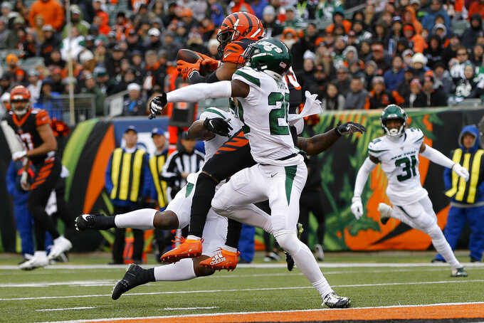 Cincinnati Bengals wide receiver Tyler Boyd, center, catches a touchdown pass against New York Jets free safety Marcus Maye, right, during the first half of an NFL football game, Sunday, Dec. 1, 2019, in Cincinnati. (AP Photo/Frank Victores)