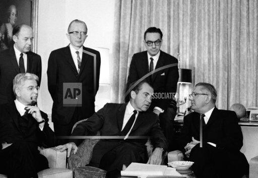 Nixon With Campaign Advisers