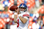 New York Giants quarterback Daniel Jones works out prior to an NFL football game against the Washington Redskins, Sunday, Dec. 22, 2019, in Landover, Md. (AP Photo/Patrick Semansky)