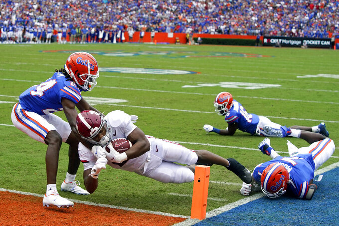 Alabama running back Jase McClellan runs past Florida cornerback Avery Helm, left, and linebacker Jeremiah Moon, right, to score a touchdown during the first half of an NCAA college football game, Saturday, Sept. 18, 2021, in Gainesville, Fla. (AP Photo/John Raoux)