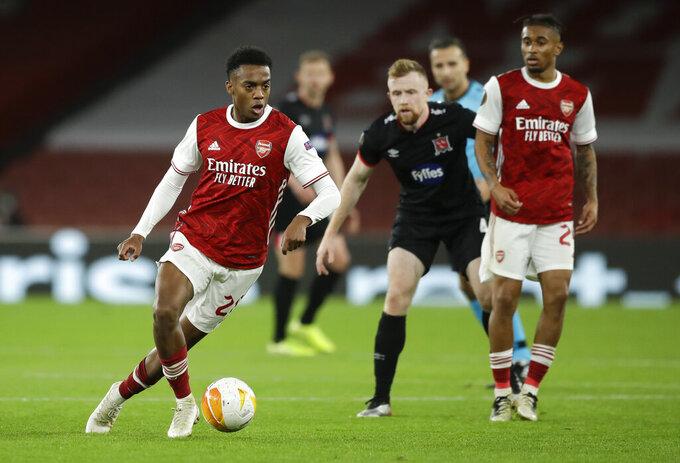 Arsenal's Joe Willock looks to pass the ball during the Europa League Group B soccer match between Arsenal and Dundalk at the Emirates Stadium in London, Thursday, Oct. 29. 2020. (AP Photo/Matt Dunham)