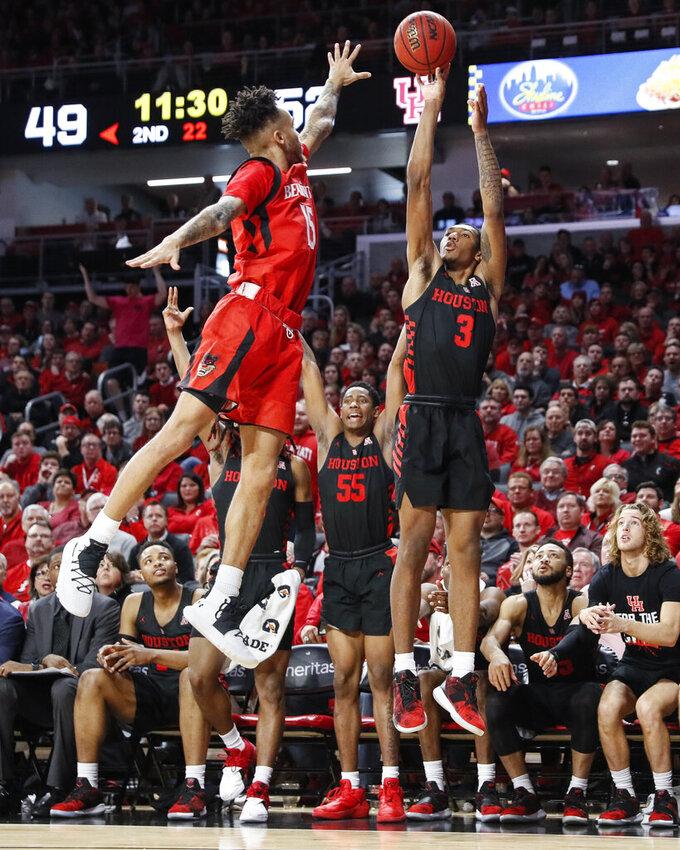 Houston's Armoni Brooks (3) shoots over Cincinnati's Cane Broome (15) in the second half of an NCAA college basketball game, Sunday, March 10, 2019, in Cincinnati. (AP Photo/John Minchillo)