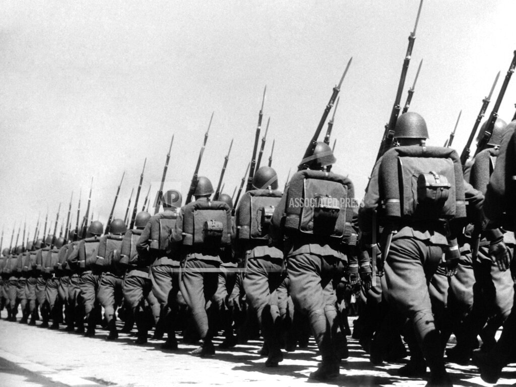 Watchf AP I   POL APHSL45506 Poland Marching Troops