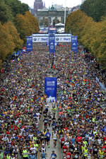 Runners start for the 46th Berlin Marathon in Berlin, Germany, Sunday, Sept. 29, 2019. (AP Photo/Michael Sohn)