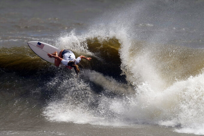 Caroline Marks, of the United States, maneuvers on a wave during the quarterfinals of the women's surfing competition at the 2020 Summer Olympics, Tuesday, July 27, 2021, at Tsurigasaki beach in Ichinomiya, Japan. (AP Photo/Francisco Seco)