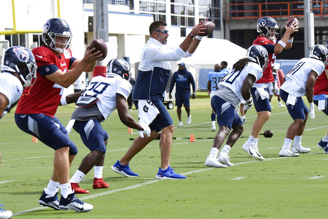 Tennessee Titans head coach Mike Vrabel, center, fills in at a quarterback spot for a drill during NFL football training camp Thursday, Aug. 20, 2020, in Nashville, Tenn.  (George Walker IV/The Tennessean via AP, Pool)