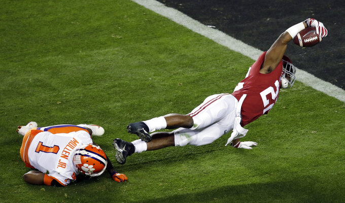 Alabama's Najee Harris reaches for the end zone during the first half the NCAA college football playoff championship game against Alabama, Monday, Jan. 7, 2019, in Santa Clara, Calif. (AP Photo/Jeff Chiu)