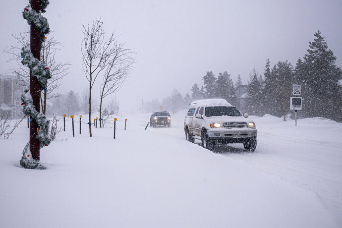 The snow continues to fall in Frisco, Colo., on Friday, Feb. 7, 2020, as new accumulation wreaks havoc on morning commutes. (Liz Copan/Summit Daily News via AP)
