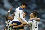 Tottenham's Son Heung-min celebrates in the arms of Harry Kane after scoring the opening goal during the English Premier League soccer match between Tottenham Hotspur and West Ham United at the Tottenham Hotspur Stadium in London, England, Sunday, Oct. 18, 2020. (AP photo/Matt Dunham, Pool)
