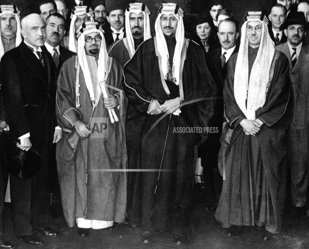 Watchf AP I   GBR XEN APHSL39303 Great Britain London Arabian Princes Arrival for Coronation