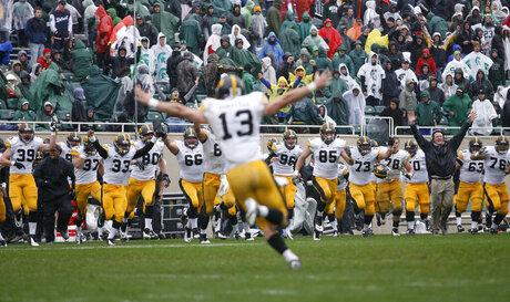 Iowa Michigan St Football
