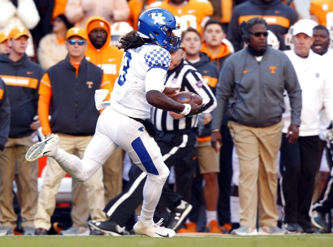 Kentucky quarterback Terry Wilson (3) runs for yardage in the first half of an NCAA college football game against Tennessee Saturday, Nov. 10, 2018, in Knoxville, Tenn. (AP Photo/Wade Payne)