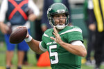 New York Jets quarterback Joe Flacco passes during the first half of an NFL football game against the Arizona Cardinals, Sunday, Oct. 11, 2020, in East Rutherford. (AP Photo/Frank Franklin II)