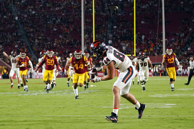Oregon State tight end Teagan Quitoriano (84) catches a touchdown pass during the first half of an NCAA college football game against Southern California Saturday, Sept. 25, 2021, in Los Angeles. (AP Photo/Marcio Jose Sanchez)