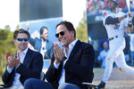 Former New York Mets catcher Mike Piazza, right, acknowledges the crowd as Mets COO Jeff Wilpon, left, claps during a ceremony to name a street Piazza Dr., in front of the Mets spring training facility, Thursday, Jan. 16, 2020, in Port St. Lucie, Fla. (AP Photo/Wilfredo Lee)