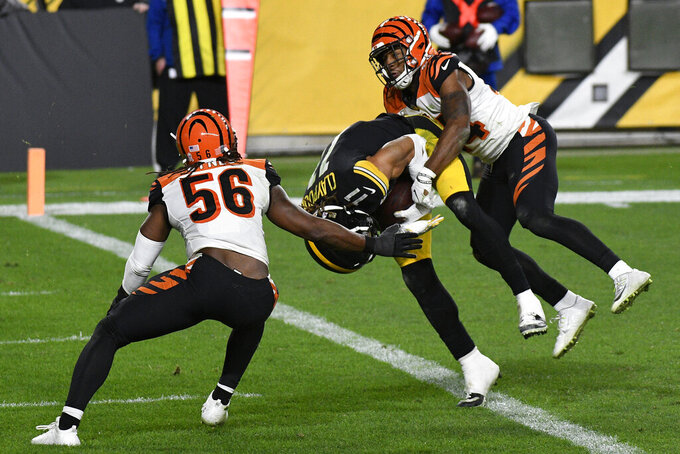 Pittsburgh Steelers wide receiver Chase Claypool (11) scores on an 11-yard pass from quarterback Ben Roethlisberger with Cincinnati Bengals strong safety Vonn Bell (24) and Josh Bynes defending during the second half of an NFL football game in Pittsburgh, Sunday, Nov. 15, 2020. (AP Photo/Don Wright)
