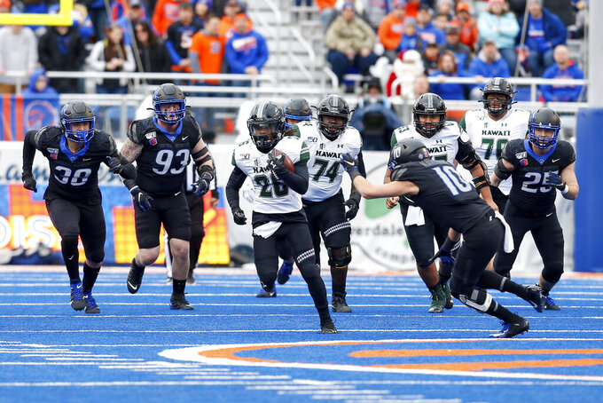 No. 19 Boise State tops Hawaii 31-10 for Mountain West title