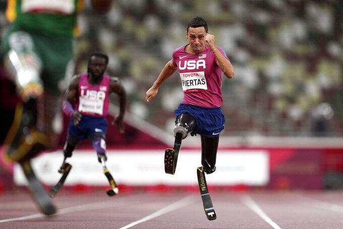 Luis Puertas competes in the Men's 200m T-61 final, at Tokyo 2020 Paralympics, Friday, Sept. 3, 2021, in Tokyo, Japan. (AP Photo/Emilio Morenatti)