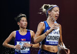 Roberta Groner, of the United States, pours water on herself during the women's marathon at the World Athletics Championships in Doha, Qatar, Saturday, Sept. 28, 2019. (AP Photo/Petr David Josek)