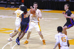 Tennessee's John Fulkerson (10) looks for a teammate to pass to during an NCAA college basketball game against Florida Sunday, March 7, 2021, in Knoxville, Tenn. (Randy Sartin/Pool Photo via AP)