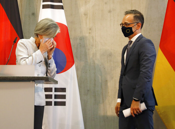 German Foreign Minister Heiko Maas, right, and his counterpart from South Korea Kang Kyung-wha have put face masks on after a news conference in Berlin, Germany, Monday, Aug. 10, 2020. (AP Photo/Markus Schreiber, Pool)