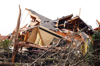 At least 5 killed as series of tornadoes strike Deep South
