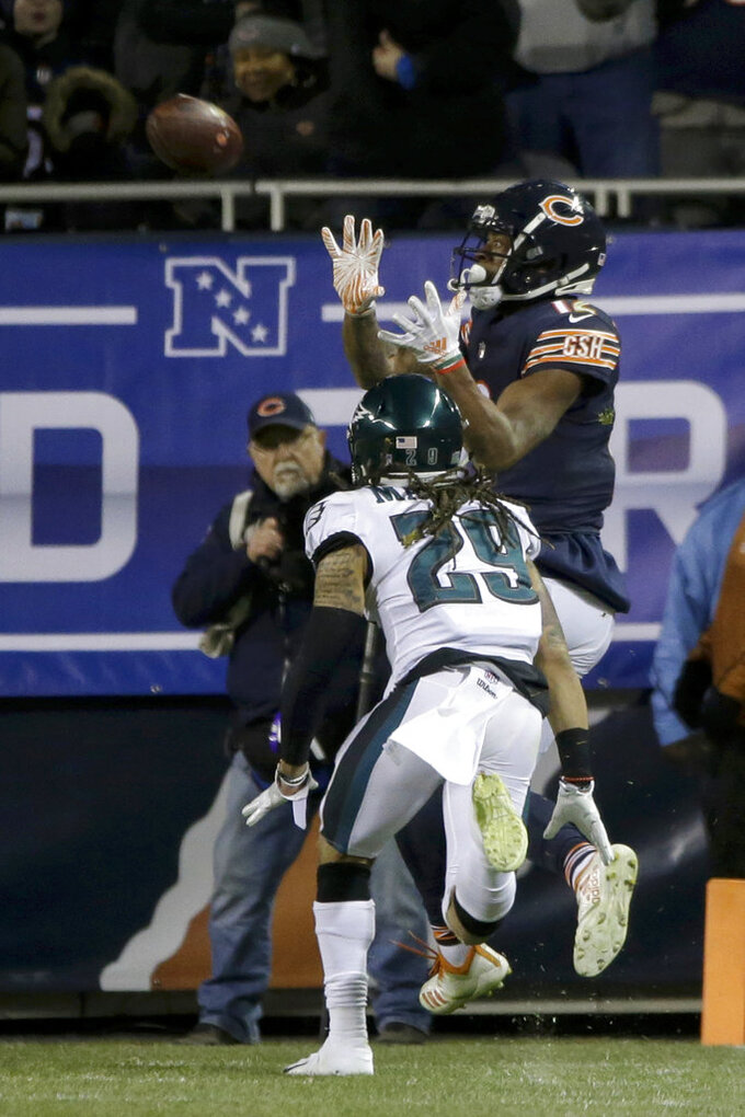 Chicago Bears wide receiver Allen Robinson (12) makes a touchdown reception against Philadelphia Eagles free safety Avonte Maddox (29) during the second half of an NFL wild-card playoff football game Sunday, Jan. 6, 2019, in Chicago. (AP Photo/David Banks)