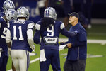 Dallas Cowboys defensive coordinator Dan Quinn, right, makes a point with linebackers Jaylon Smith (9), Micah Parsons and others during during NFL football practice in Frisco, Texas, Wednesday, Aug. 18, 2021. (AP Photo/LM Otero)