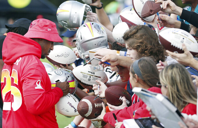 AFC Houston Texans running back Lamar Miller signs autographs during NFL football Pro Bowl practice in Orlando, Fla., Wednesday, Jan. 23, 2019. (Stephen M. Dowell/Orlando Sentinel via AP)/Orlando Sentinel via AP)