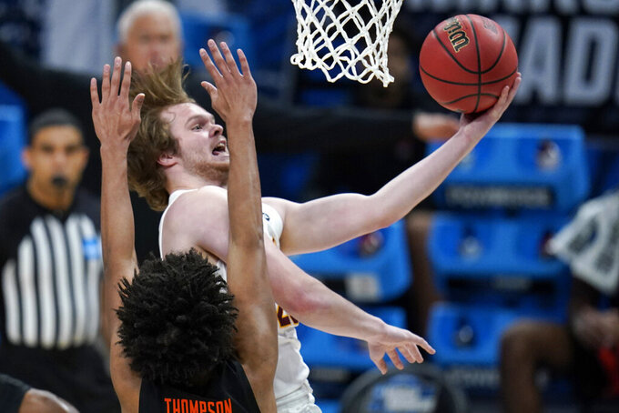 Loyola Chicago guard Cooper Kaifes drives to the basket over Oregon State guard Ethan Thompson, left, during the first half of a Sweet 16 game in the NCAA men's college basketball tournament at Bankers Life Fieldhouse, Saturday, March 27, 2021, in Indianapolis. (AP Photo/Jeff Roberson)