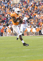 Tennessee wide receiver Tyler Byrd (10) catch the ball and scores the second touchdown of the half for Tennessee during an NCAA college football game against Alabama, Saturday, Oct. 20, 2018, in Knoxville, Tenn. (Joy Kimbrough /The Daily Times via AP)