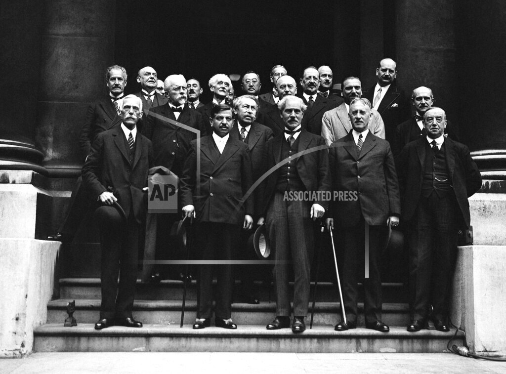 Watchf AP I   GBR XEN APHSL34456 Great Britain London The Seven Power Economic Conference Delegates