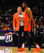 Illinois head coach Brad Underwood, left, talks with center Adonis De La Rosa (12) during the first half of an NCAA college basketball game against Northwestern, Sunday, Jan. 6, 2019, in Evanston, Ill. (AP Photo/Matt Marton)