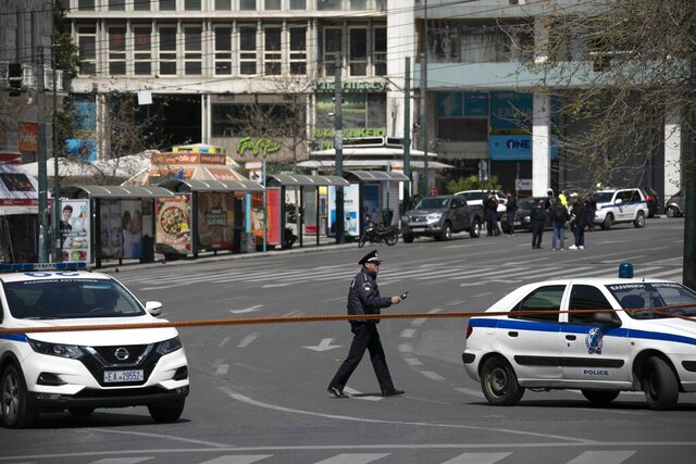 Police block the Athens' main Syntagma square during an operation on Tuesday, March 31, 2020. Police in Greece have cordoned off an area near the country's parliament after workers found what is believed to be a decades-old mortar shell during maintenance on the water mains. (AP Photo/Yorgos Karahalis)