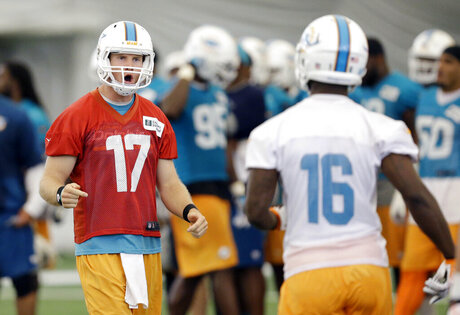 Tannehill and Dolphins are learning new offense