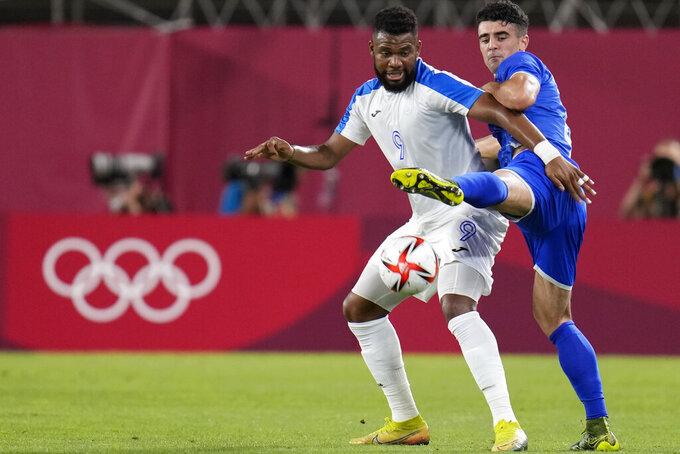 Alexandro Pascanu of Romania, right, and Honduras's Jorge Benguche battle for the ball during a men's soccer match at the 2020 Summer Olympics, Thursday, July 22, 2021, in Kashima, Japan. (AP Photo/Fernando Vergara)