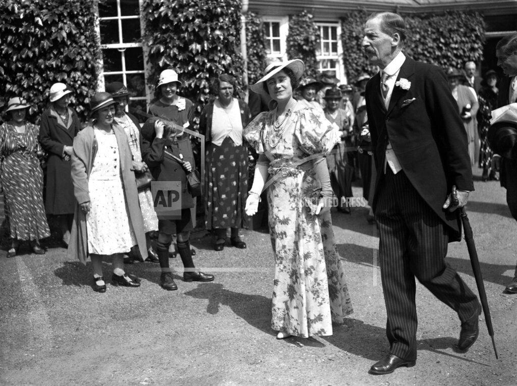 Watchf AP I   GBR XEN APHSL10 Duchess Of York Fashion Association Meeting 1935