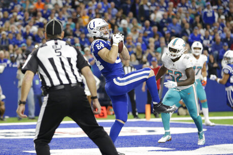 Dolphins Colts Football