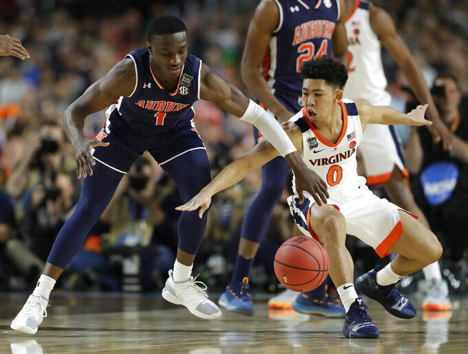 Auburn guard Jared Harper, left, fights for a loose ball with Virginia guard Kihei Clark during the first half in the semifinals of the Final Four NCAA college basketball tournament, Saturday, April 6, 2019, in Minneapolis. (AP Photo/Jeff Roberson)