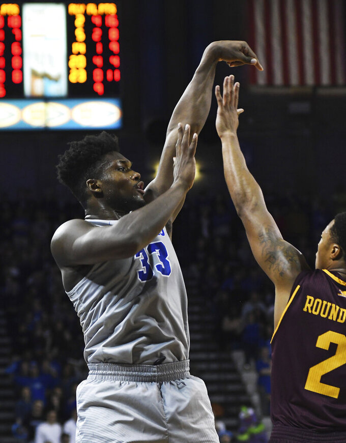 Buffalo's Nick Perkins, left, attempts a free throw against Central Michigan during an NCAA college basketball game in Buffalo, N.Y., Saturday, Feb. 9, 2019. (AP Photo/Heather Ainsworth)