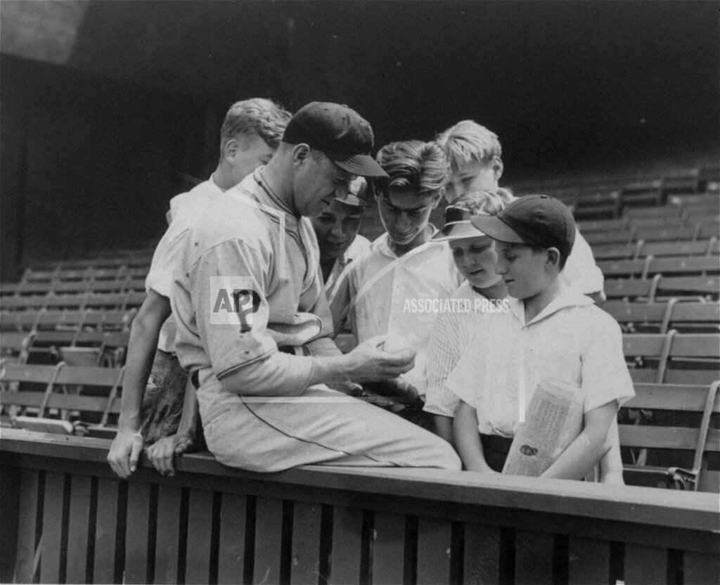 Associated Press Sports Pennsylvania United States Professional baseball (National League) GRIMES YOUNG FANS