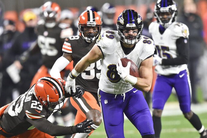 Baltimore Ravens tight end Mark Andrews (89) runs with the ball during the first half of an NFL football game against the Cleveland Browns, Monday, Dec. 14, 2020, in Cleveland. (AP Photo/David Richard)