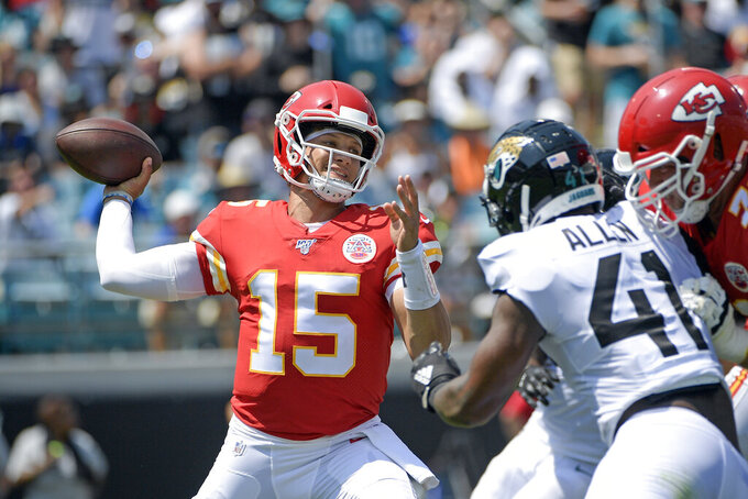 Chiefs lose Hill, handle Jags 40-26; Foles breaks clavicle