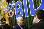 El ex vicepresidente de EEUU Joe Biden, aspirante a la candidatura demócrata a la presidencia de Estados Unidos, tras un acto de campaña el sábado 15 de febrero de 2020 en la escuela intermedia K.O. Knudson en Las Vegas. (AP Foto/Patrick Semansky)