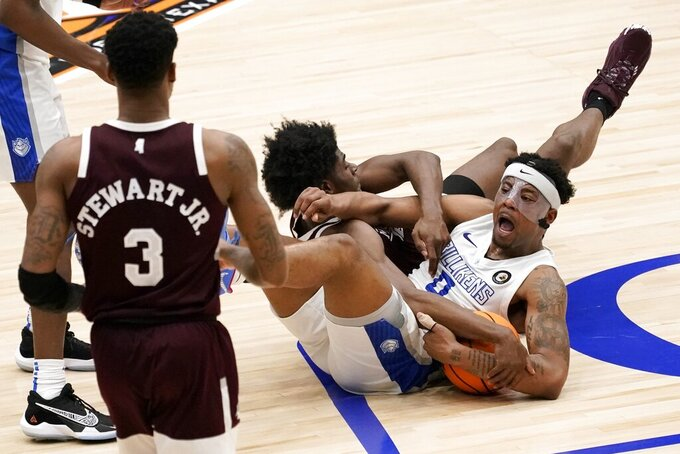 Saint Louis guard Jordan Goodwin (0) calls for a time out but doesn't get it as he wrestles with Mississippi State guard Cameron Matthews, rear, for control of the ball during the second half of an NCAA college basketball game in the first round of the NIT Tournament, Saturday, March 20, 2021, in Frisco, Texas. Mississippi State' D.J. Stewart Jr. (3) looks on at the play. (AP Photo/Tony Gutierrez)