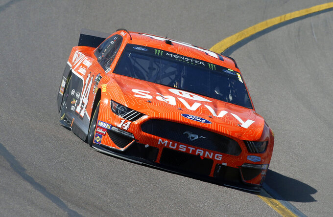 Clint Bowyer drives during the NASCAR Cup Series auto race at ISM Raceway, Sunday, March 10, 2019, in Avondale, Ariz. (AP Photo/Ralph Freso)
